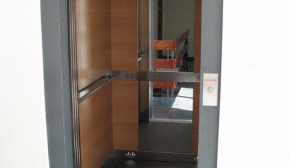 Instalación de ascensor para edificio en Tarragona