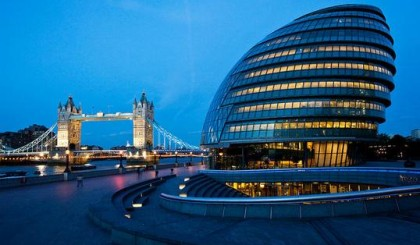 Pistones a gas para las ventanas del London City Hall