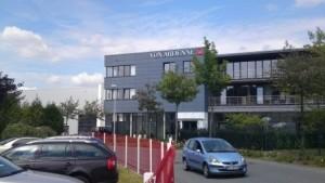 Cierrapuertas tubular para el control de acceso en la empresa Von Ardenne, Dresden/Alemania