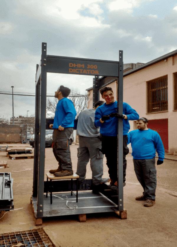 Dictator dona un ascensor al Institut Palau Ausit