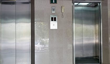 Cierre de puertas del ascensor sin ayuda