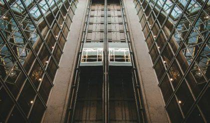 Jurisprudencia en la instalación de un ascensor en una comunidad de propietarios.